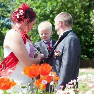 Créatrice de Robes de mariées à Brest corset étole rouge