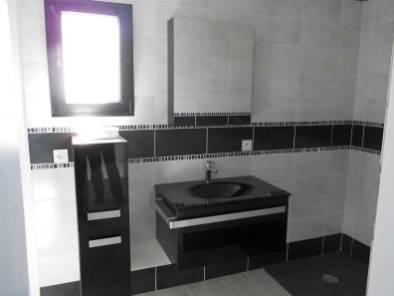 Carrelage et pose d'éléments de salle de bain