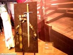 Près des Lannister, l'épée de Jorah Mormont se laissait découvrir.