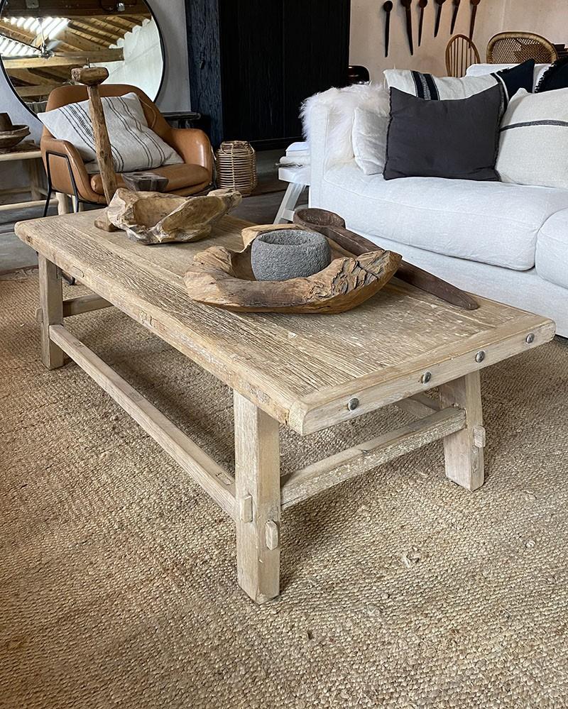 table basse en pin vieilli la maison pernoise