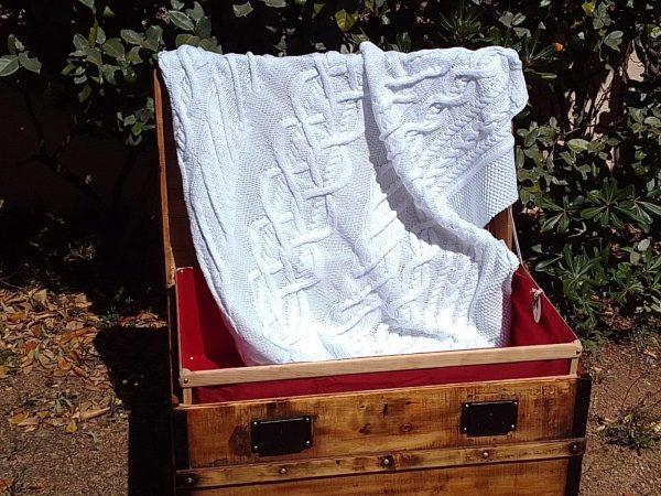 Malle bombée corse et plaid irlandais en coton tricoté main.