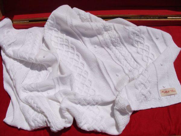 Couverture bébé, tricot irlandais, 100% coton. fait main, pièce unique, création originale la Malle au Coton. E4