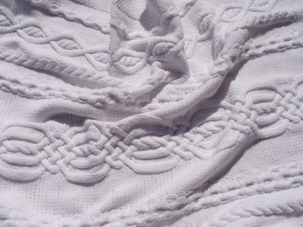 Couverture bébé, tricot irlandais, 100% coton. fait main, pièce unique, création originale La Malle au Coton. G2
