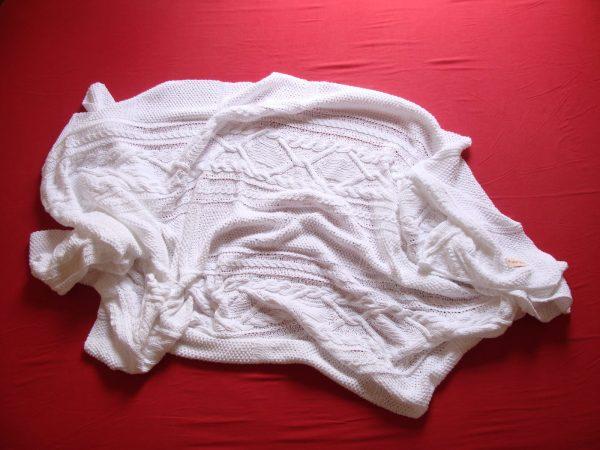 Plaid tricoté main 100% coton double gaze - passé à la flamme. Pièce unique, création originale La Malle au Coton.