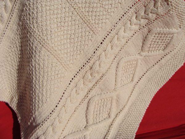 Couverture bébé en coton bio. Tricot irlandais. Création originale : La Malle au Coton. V2