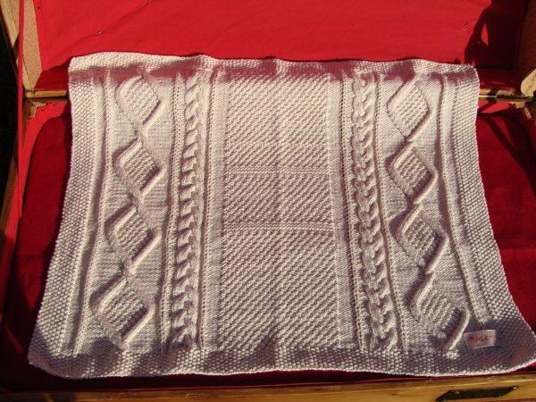 Couverture bébé en coton bio. Tricot irlandais. Création originale : La Malle au Coton. V5