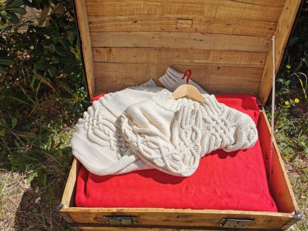Pull d'Aran asymétrique en coton bio tricoté main