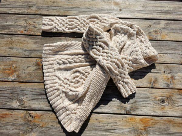 Pull irlandais à torsade ronde tricoté main.