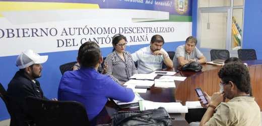 Analizando el avance de varios proyectos en beneficio de los sectores vulnerables del cantón