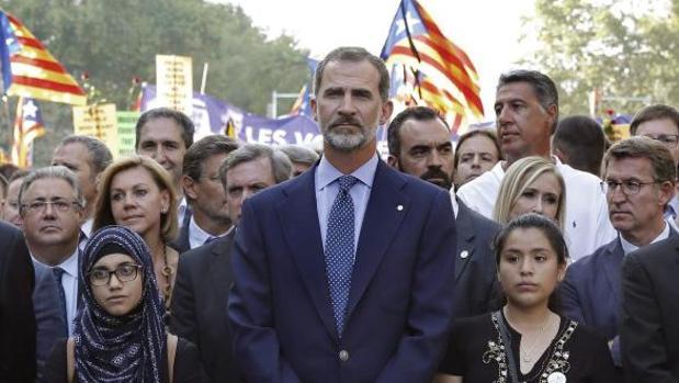 Los vecinos de El Pedernoso (Cuenca) salen a la calle a protestar después del discurso del Rey