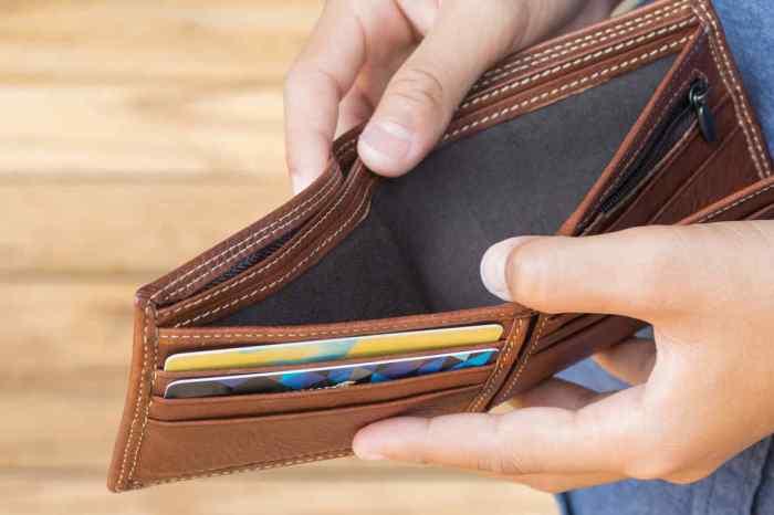 Un señor de Villarrobledo se encuentra una cartera y va a la policía a denunciarlo por daños morales ya que la cartera estaba vacía