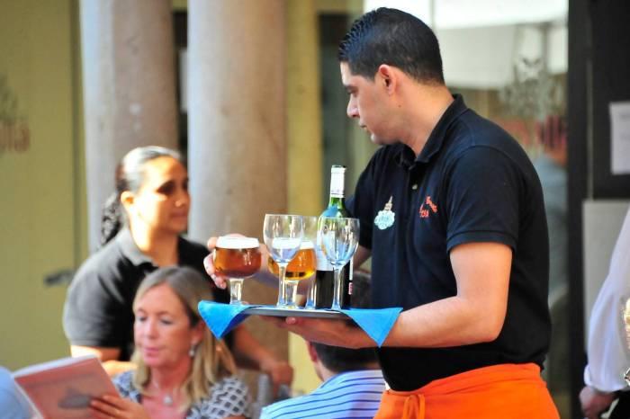 Los clientes de restaurantes manchegos se podrán ir sin pagar si piden la cuenta mas de 3 veces y no se la llevan.