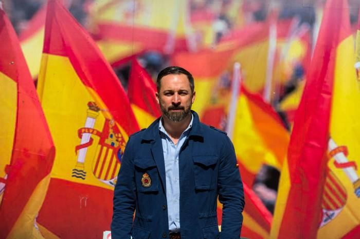 5 de cada 6 votantes deVOXCastilla La Mancha reconocen que se tocan viendo fotos deAbascal