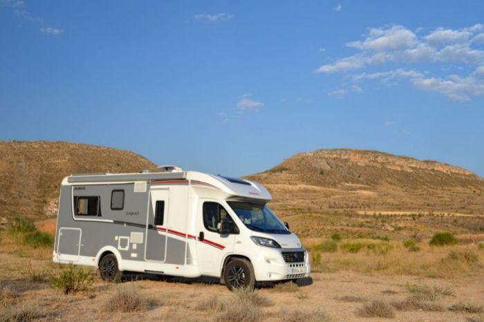 Un señor de Ossa de Montiel con auto caravana la mueve todos los días 5 metros. Ya está en la redondilla