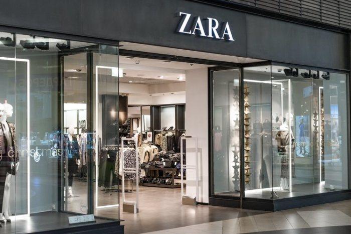 Una chica acampa en la puerta de Zara de Albacete para ser la primera cuando abran
