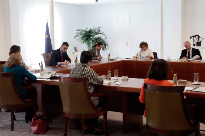 Un grupo de cuñados de Tomelloso se reúne en secreto para indicar al gobierno lo que tienen que hacer en caso de rebrote