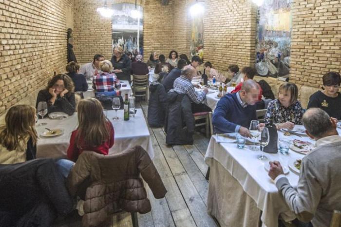 La OMS felicita a un grupo de amigos de Las Pedroñeras por reservar en un bar para la comida de los santos con 4 semanas de antelación en plena pandemia