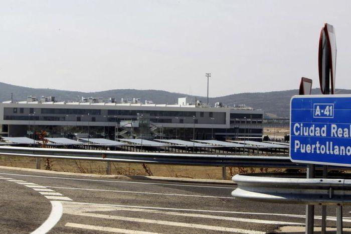 Un avión aterriza de emergencia en el aeropuerto de Ciudad Real porque un señor se estaba cagando