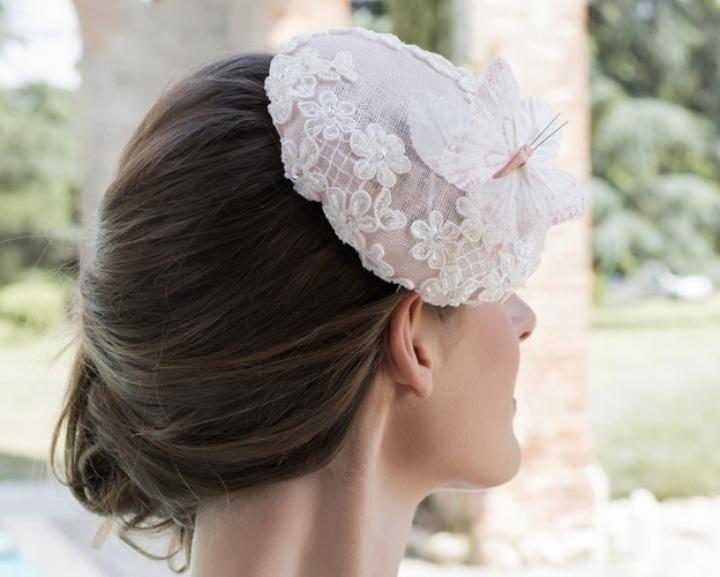 accessoire-de-mariage-bibi-dentelle-fleur-rose-poudre-papillon-720x577_c