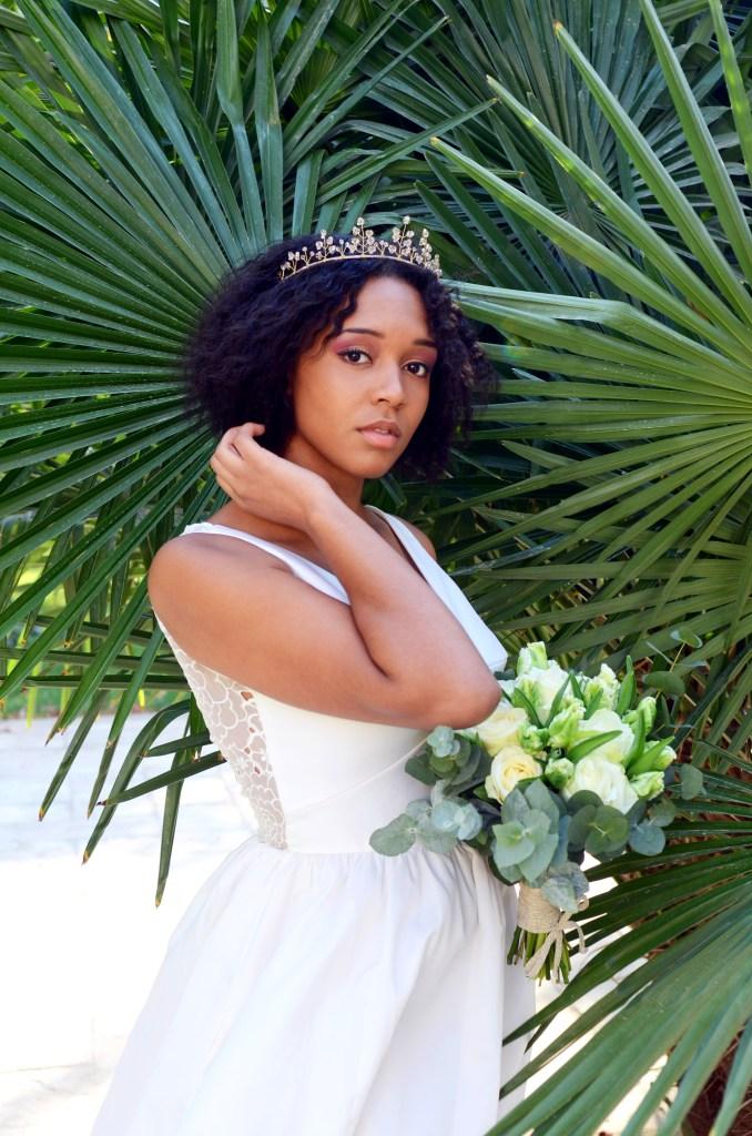 robe de mariée et accessoire de tête cheveux crépus