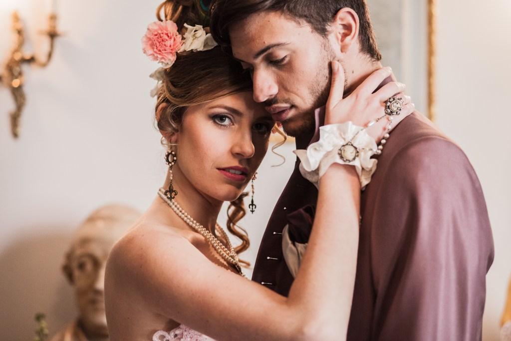 Mariage avec des costumes de l'époque