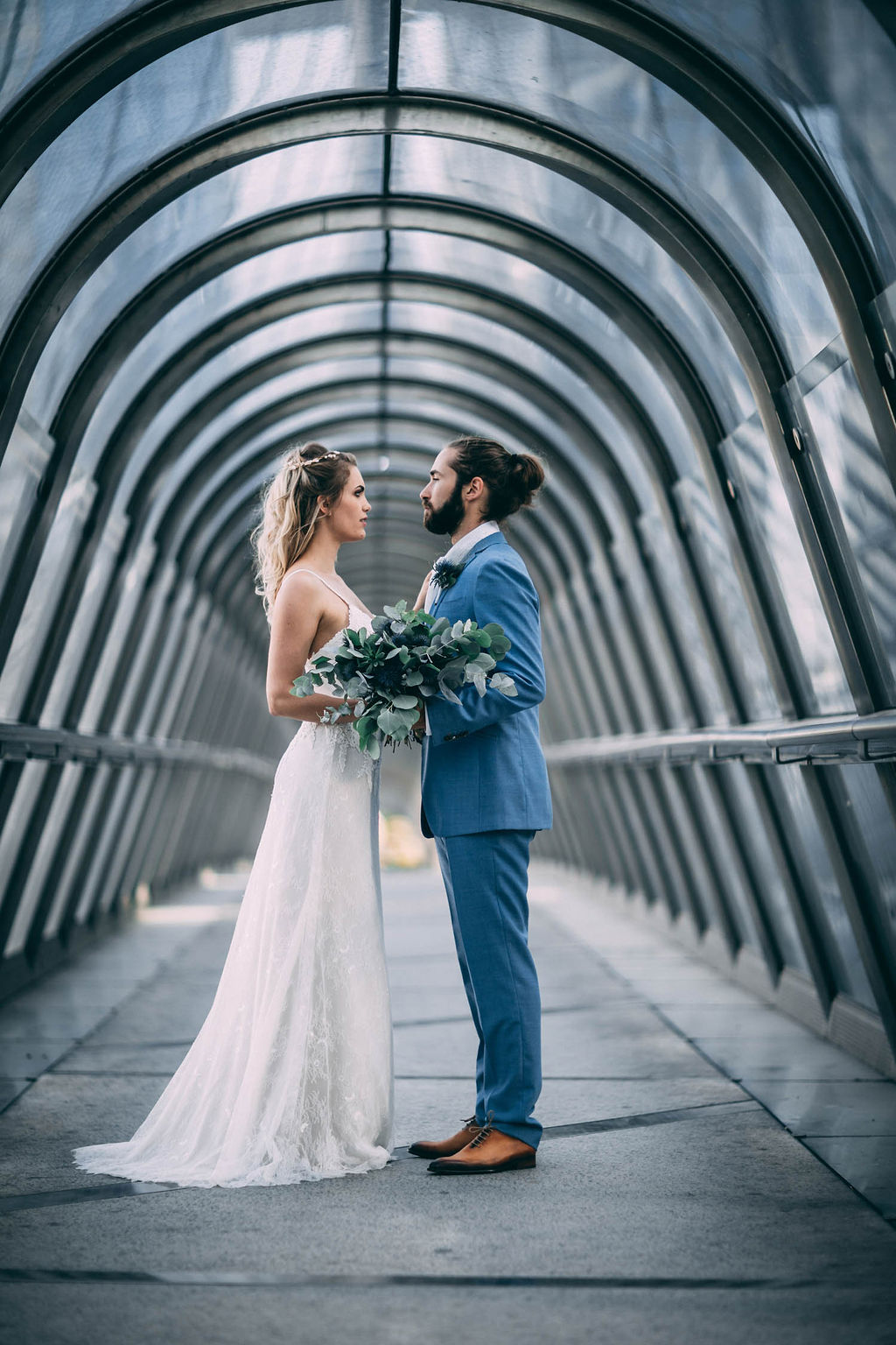 1_23_romantique_couple_4_looks_sidneyonthemoon_photographe_chrisvonmartial_robe_mariee_costume_paris_wedding_web