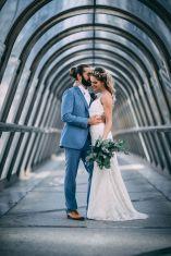 1_2_romantique_couple_4_looks_sidneyonthemoon_photographe_chrisvonmartial_robe_mariee_costume_paris_wedding_web