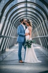 1_2_romantique_couple_4_looks_sidneyonthemoon_photographe_chrisvonmartial_robe_mariee_costume_paris_wedding_web