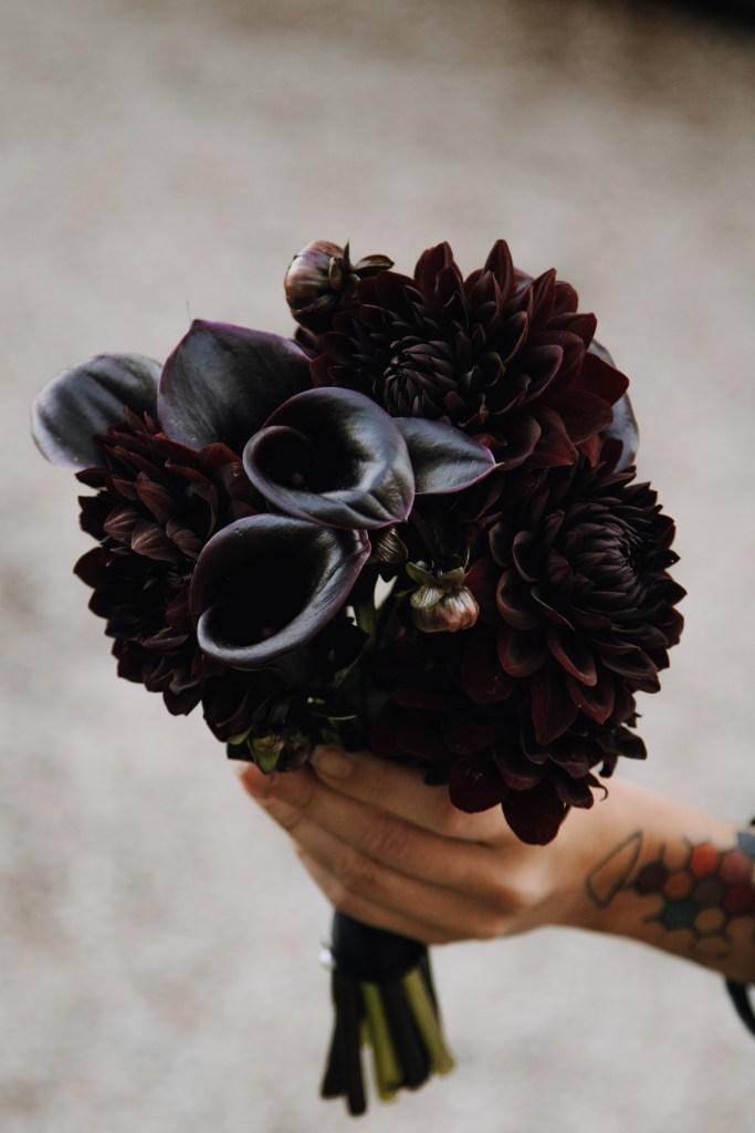 Bouquet de mariage fleurs noires