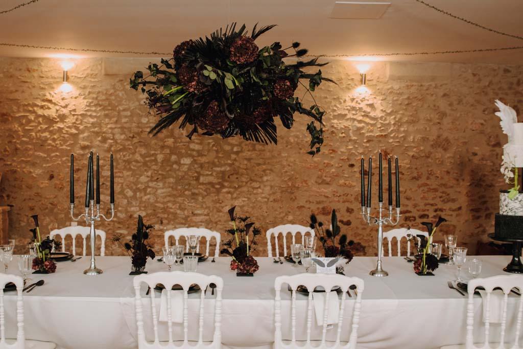 Table de mariage noire et blanche