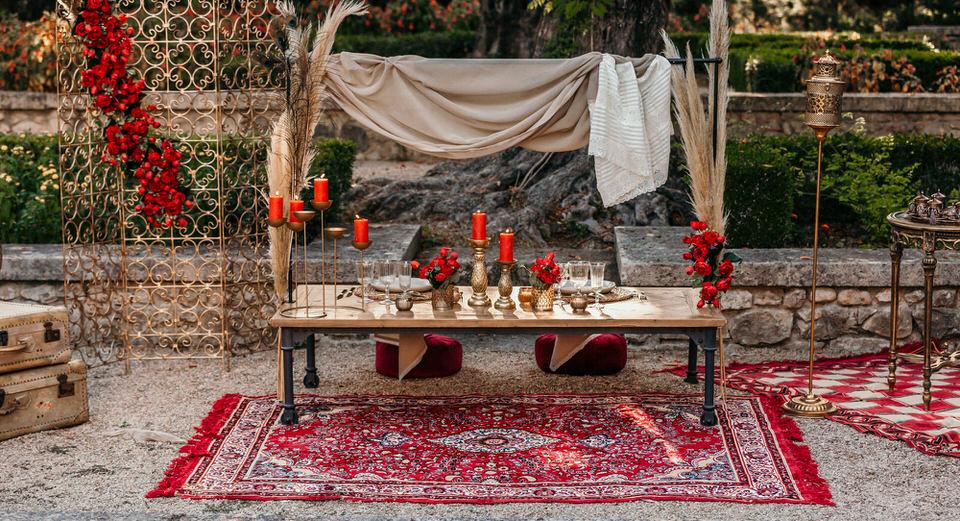 décoration de table rouge et doré nomade