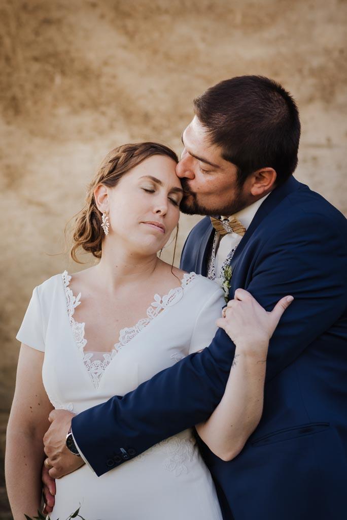Mariés dans des cabanes dans les bois
