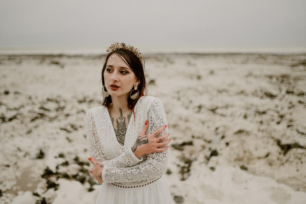 mariée tatouée en hiver