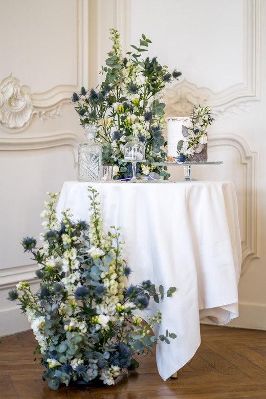 décoration de table feuillages et couleur bleue