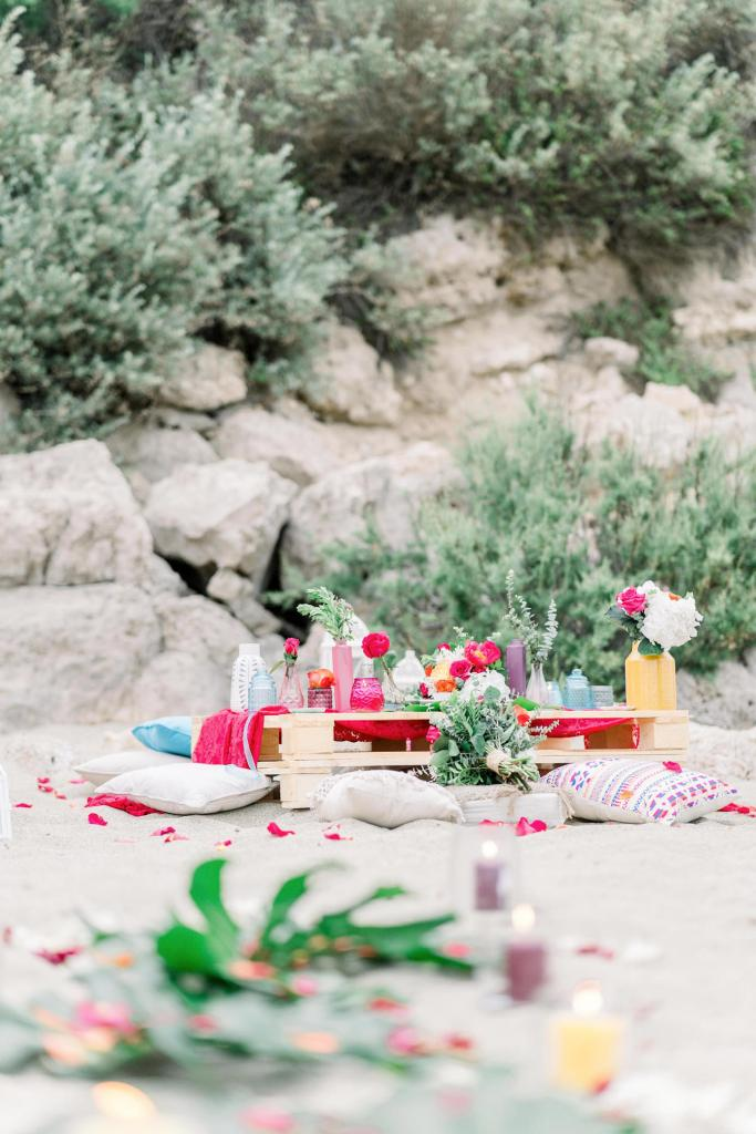 table de mariage exotique au bord de la mer