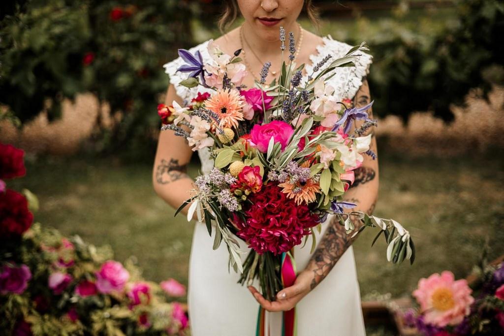 bouquet de fleurs colorées rose et rouge