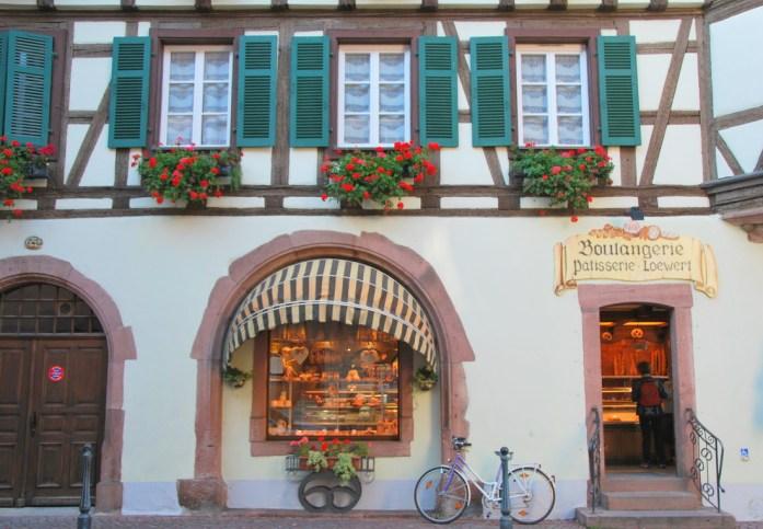kaysersberg-alsace-village-maisons-geranium.JPG