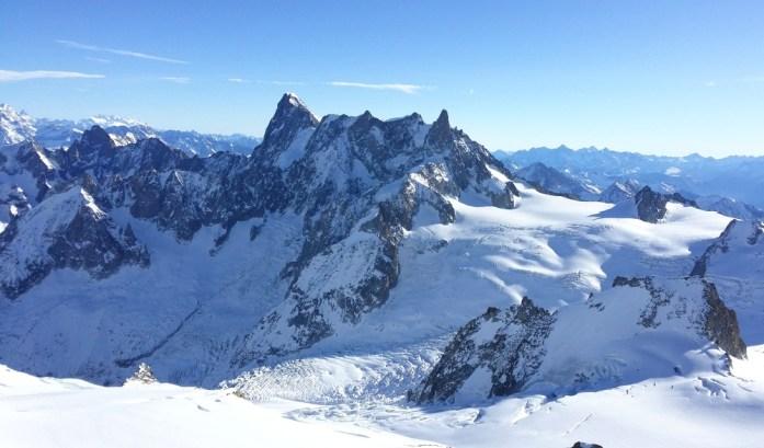 Hiver à Chamonix Mont Blanc - les grandes Jorasses