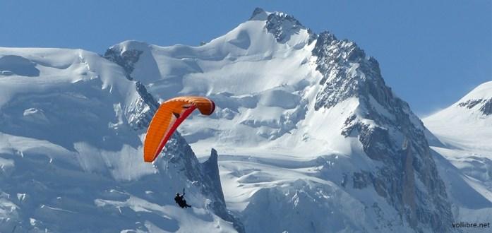 Hiver à Chamonix Mont Blanc - vol en parapente