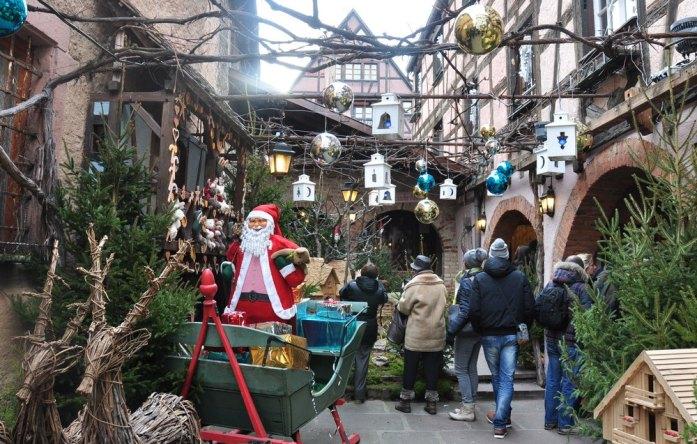 Le marché de Noël médiéval de Ribeauvillé - cour décorée