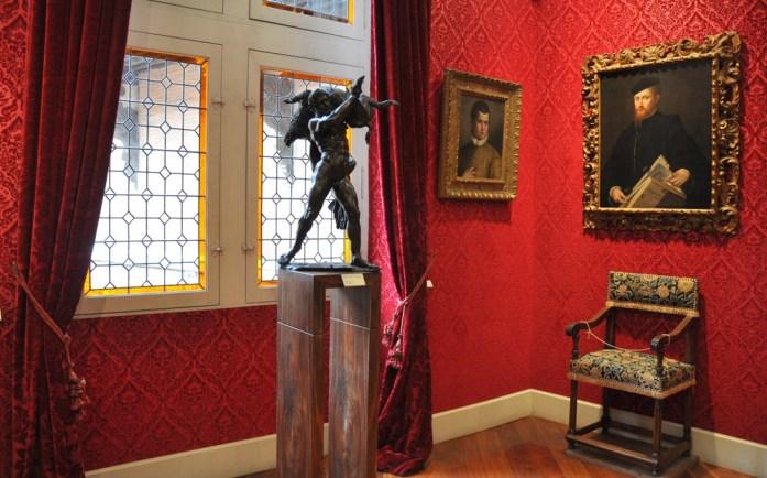 Toulouse - salle rouge de la Fondation Bemberg