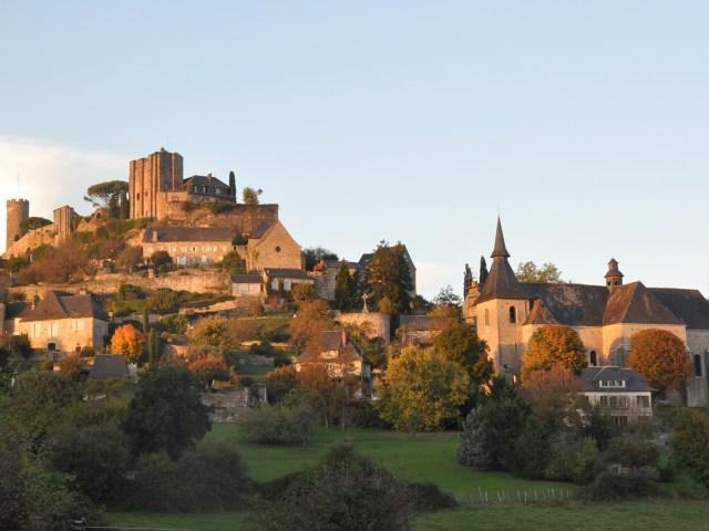 Vue sur l'église et le château de Turenne