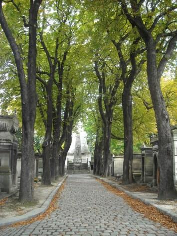 Paris - allée du cimetière du Père Lachaise