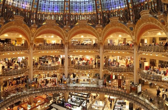Paris - intérieur des Galeries Lafayette