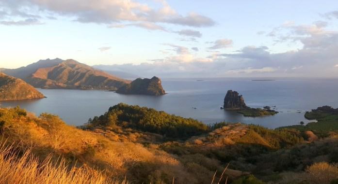 Nouvelle Calédonie - le sphinx et la poule de Hienghène