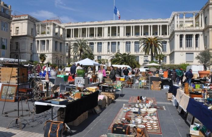 Visiter Nice en un week-end : marché des Antiquaires