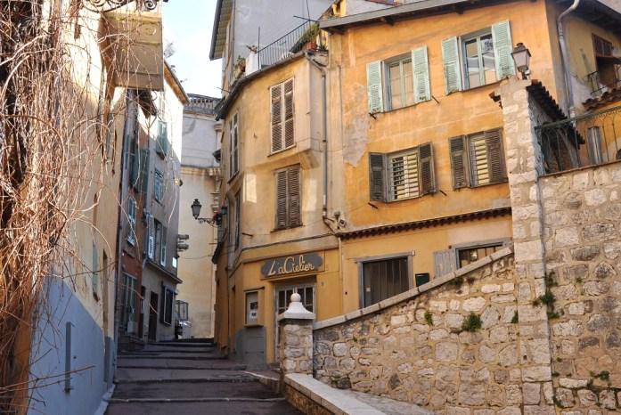Visiter Nice en un week-end : escaliers dans le Vieux Nice