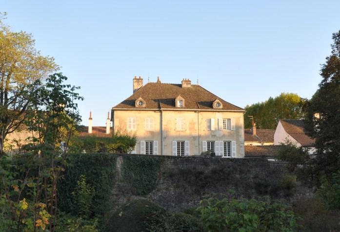 Visiter Beaune - maison derrière les remparts
