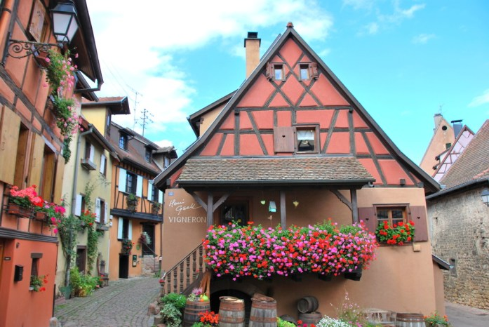Découvrir Eguisheim en Alsace - maison à colombages