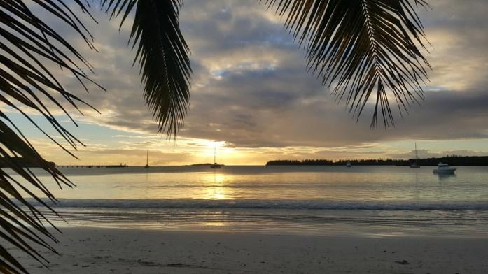 Les îles de Nouvelle Calédonie - couchant sur la baie de Kuto